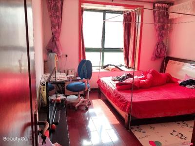 天华星城多层5楼,86平,2室二厅,精装,南北通透,全天采光。68.8万独家
