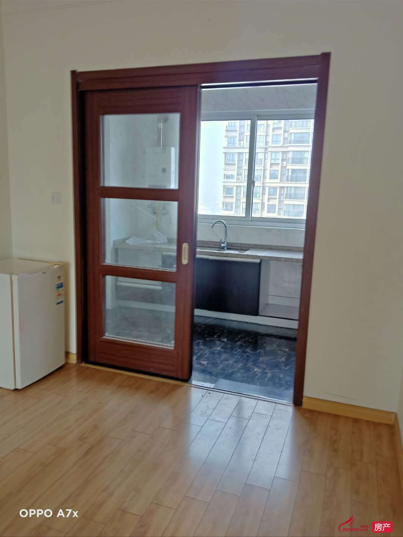 碧桂园北区 25楼 122平方 3室2厅 精装 有设施 1500元一月